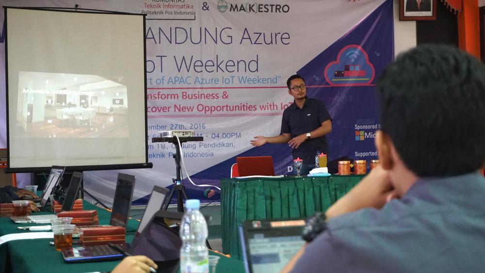 Yugie Nugraha di Bandung Azure IoT Weekend