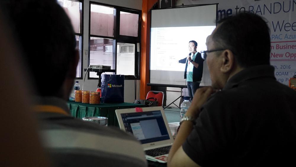 Andri Yadi di Bandung Azure IoT Weekend